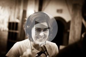 Portrait Marianne Verville à la radio - photo par Hani Ferland
